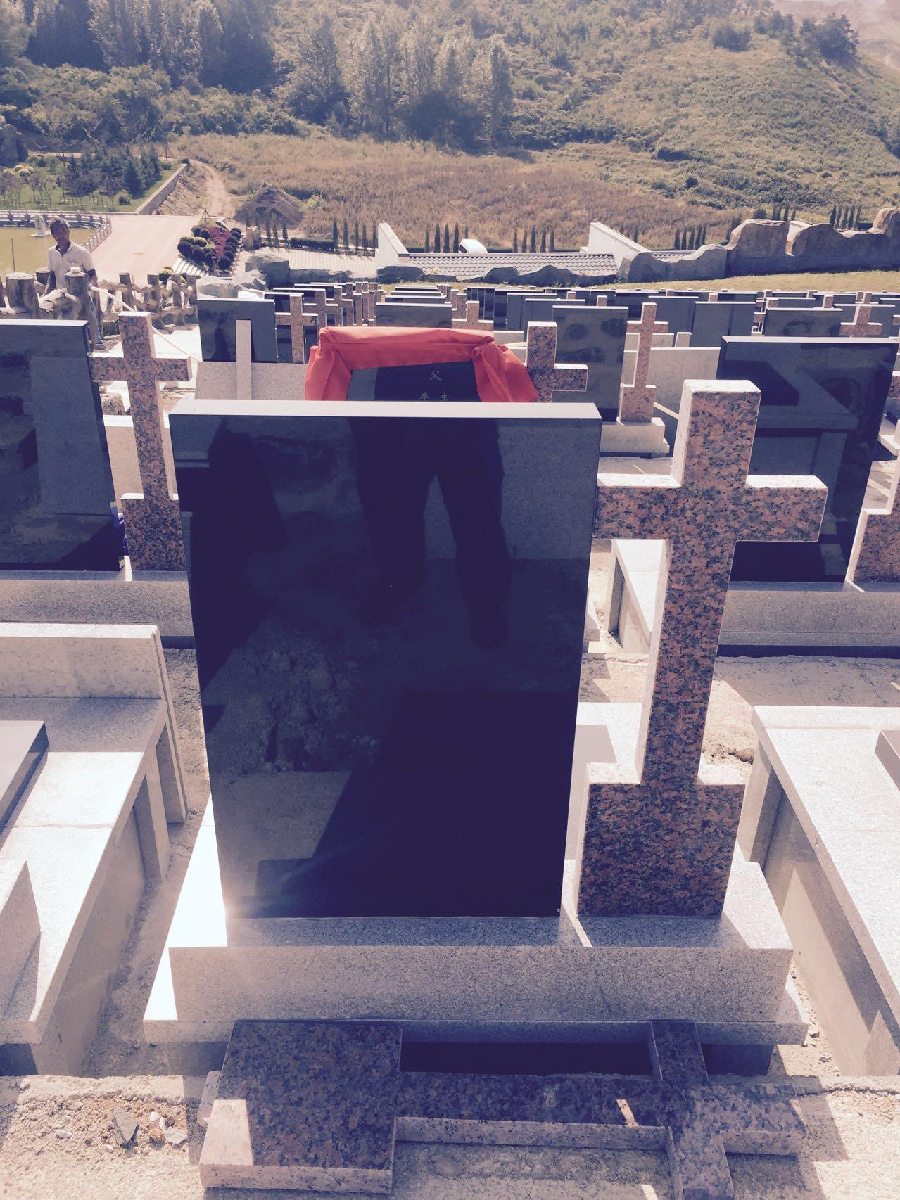 右边十字墓碑型
